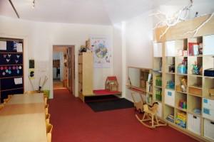 Purzelraum - Podest mit Puppenhaus für die Kleinen